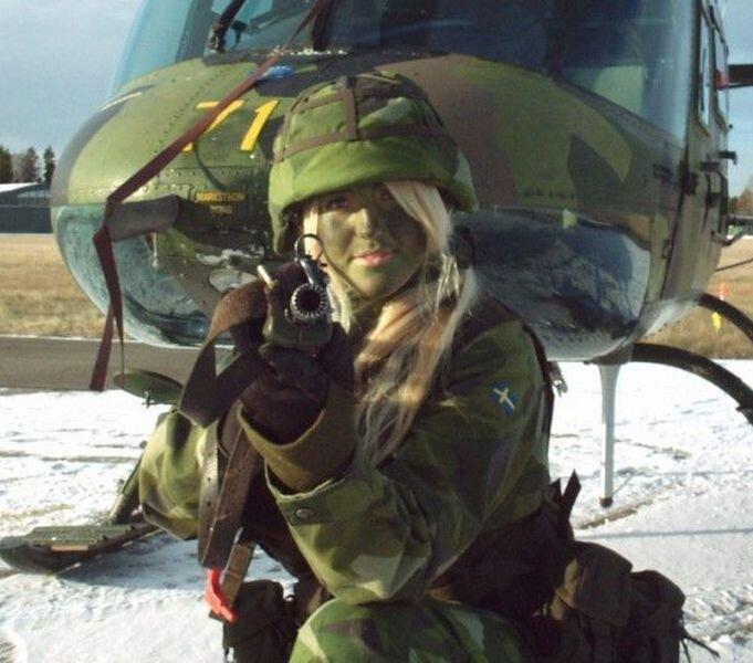 Девушки в армии (47 фото)