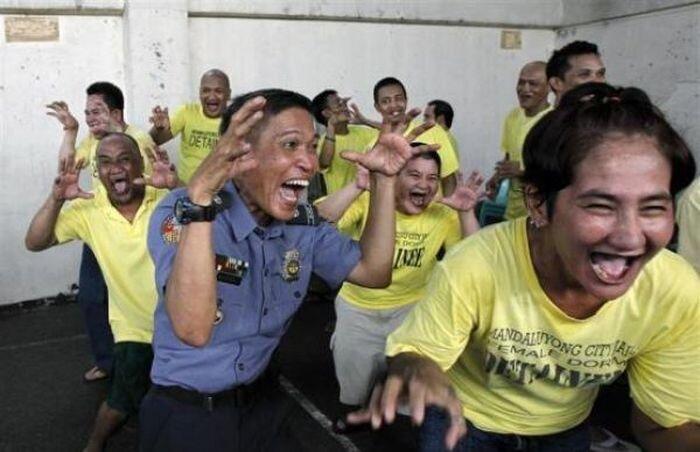 Йога смеха. Практика смехотерапии от всех болезней! (13 фото)