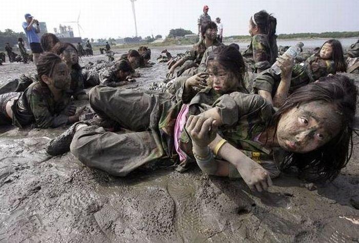 Военный лагерь для девочек (11 фото)