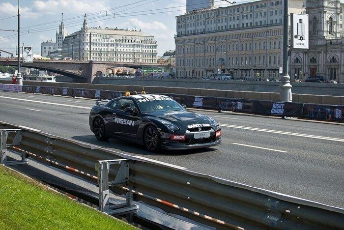 Автогонки в центре столицы (30 фото) за 19 июля 2010
