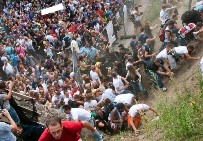 Парад любви превратился в парад смерти. Жесть (17 фото)