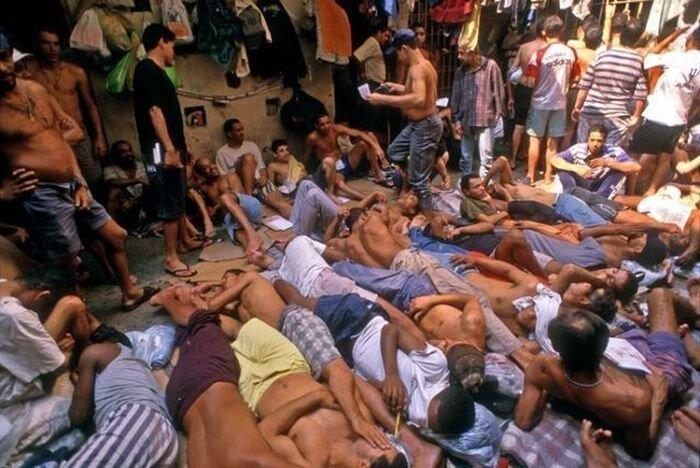 Жизнь в бразильской тюрьме (21 фото)