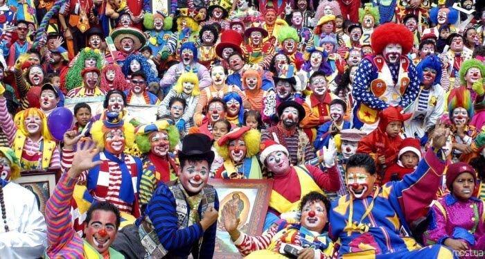Мексика. Ежегодный парад клоунов (15 фото)