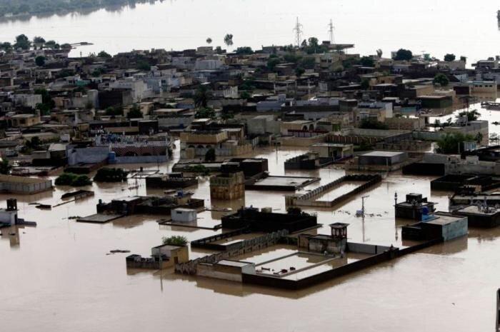 В Пакистане продолжаются наводнения (33 фото)