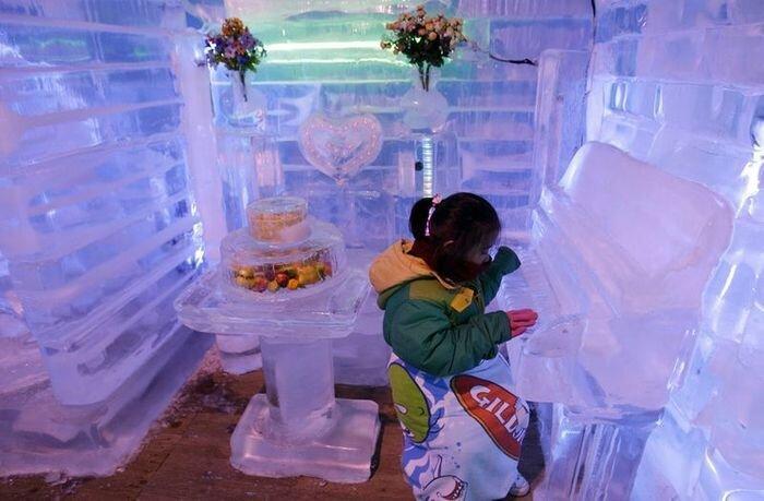 Ледяная галерея в Южной Корее (6 фото)