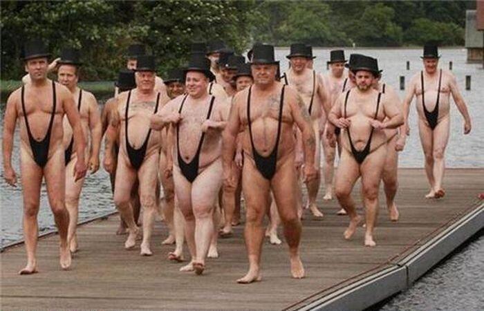 Люди в необычных одеяниях (75 фото)