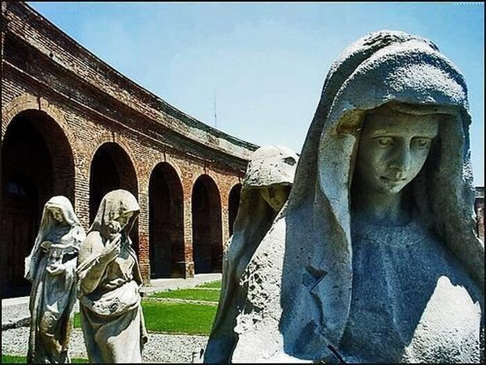 Красивые фотографии с кладбищ (34 фото)