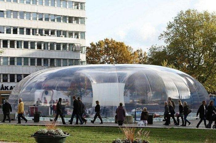 Пластиковые пузыри заставят берлинцев увидеть город в новом свете (12 фото)
