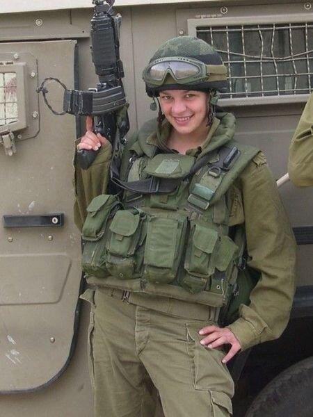 Оскал военных израильских женщин (16 фото)