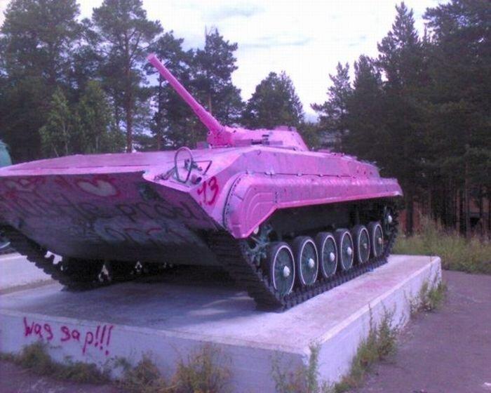 Розовый БМП в Братске (5 фото + видео)