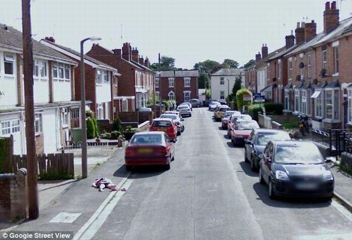 «Труп» на «Google Street View» оказался упавшей девочкой (5 фото)