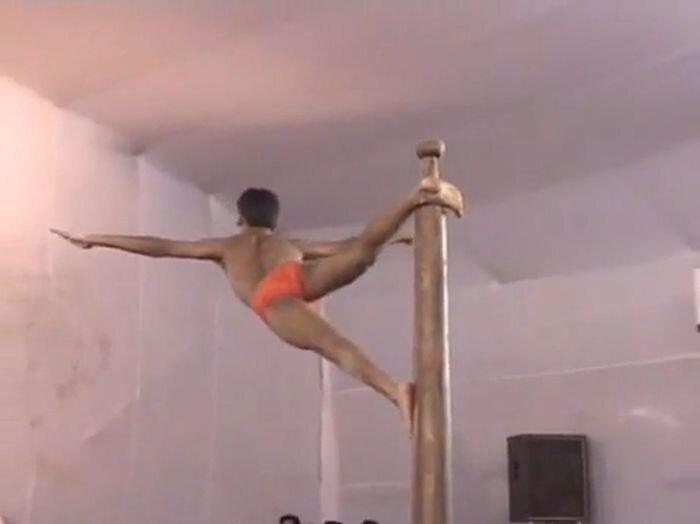 Индийские гимнасты творят такое... (видео)