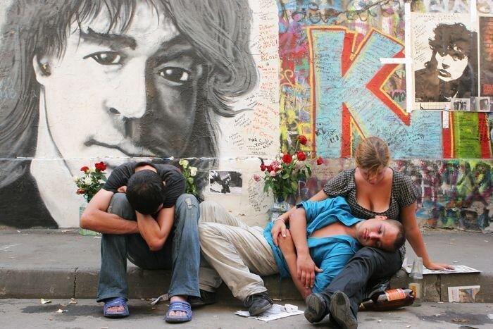Поклонники группы «Кино» отметили 20-ю годовщину смерти Виктора Цоя (37 фото)