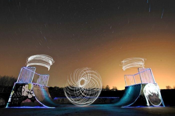 Игра со светом в скейт-парке (15 фото) за 18 августа 2010
