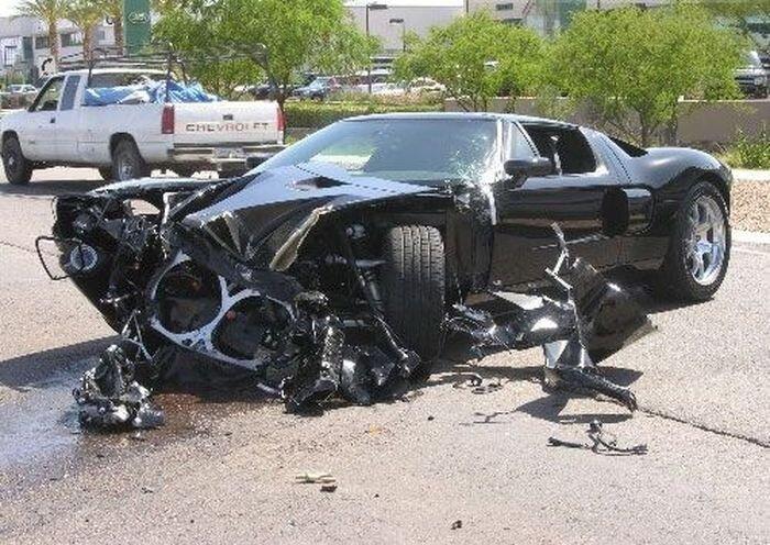 Истории уничтожения суперкаров (24 фото) за 20 августа 2010