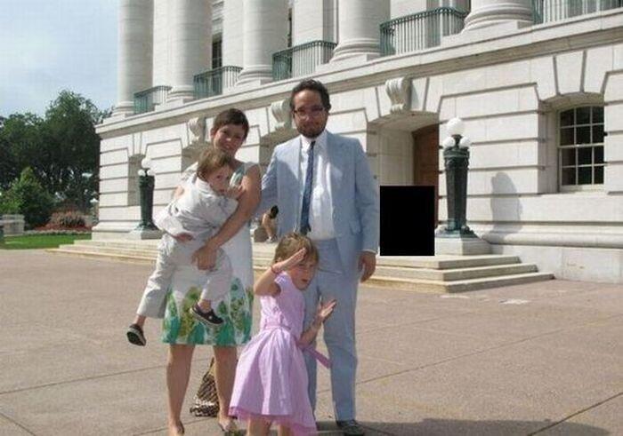 Семейные фотографии могут помочь в раскрытии преступления (4 фото)