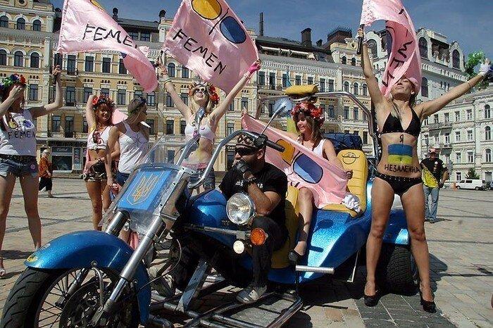 FEMEN посадили за решётку! (8 фото)