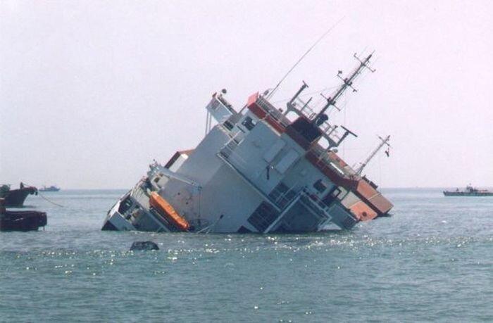Морские аварии и всевозможные курьезы (58 фото)