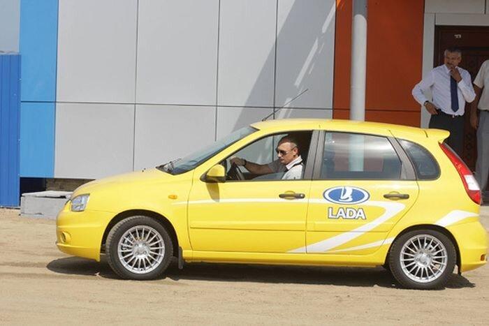 Премьер-министр Путин едет на 3-х одинаковых машинах (2 фото+видео) за 01 сентября 2010