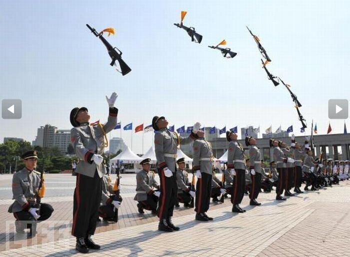 Военные парады со всего мира (25 фото)