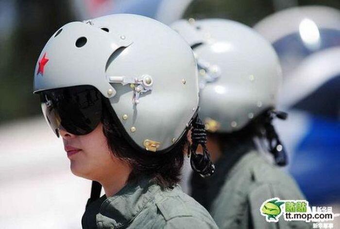 Китайские девушки-пилоты (19 фото)