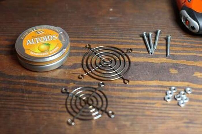 Мини-гриль из банки от конфет (8 фото)