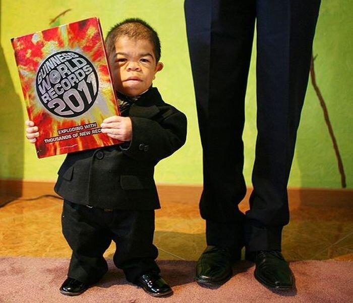 Колумбиец попал в Книгу рекордов Гиннесса как самый маленький человек  (6 фото)