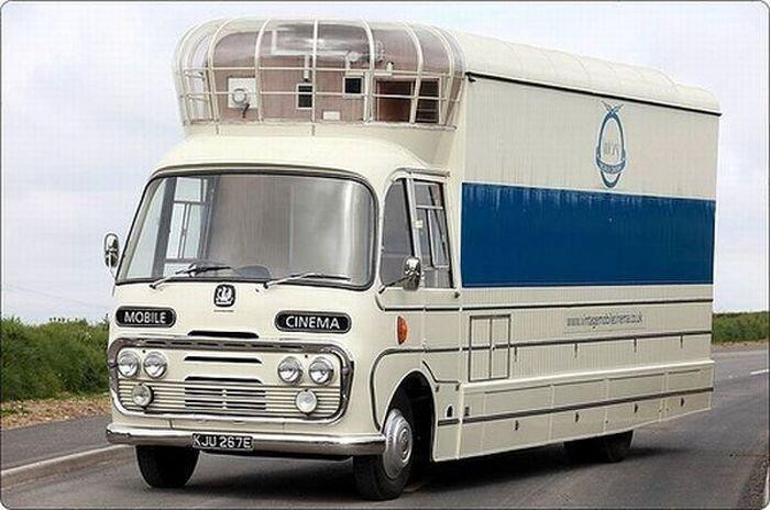 Гениальное изобретение: автобус-кинотеатр (5 фото)