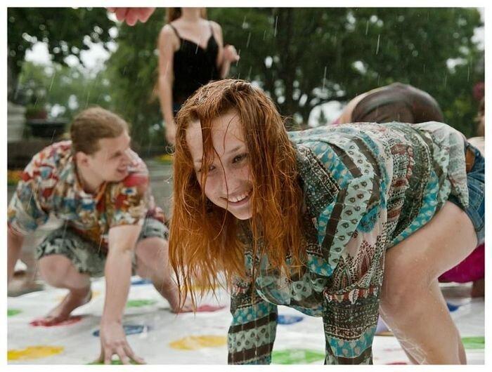 Крупнейшая игра в Twister на Украине (57 фото)