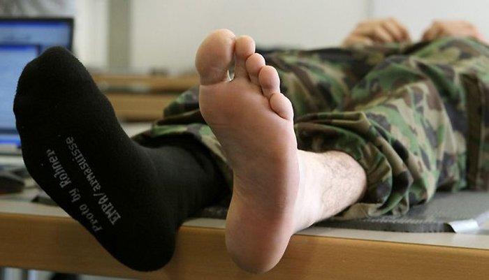 Швейцарская армия тестирует новые носки (8 фото)