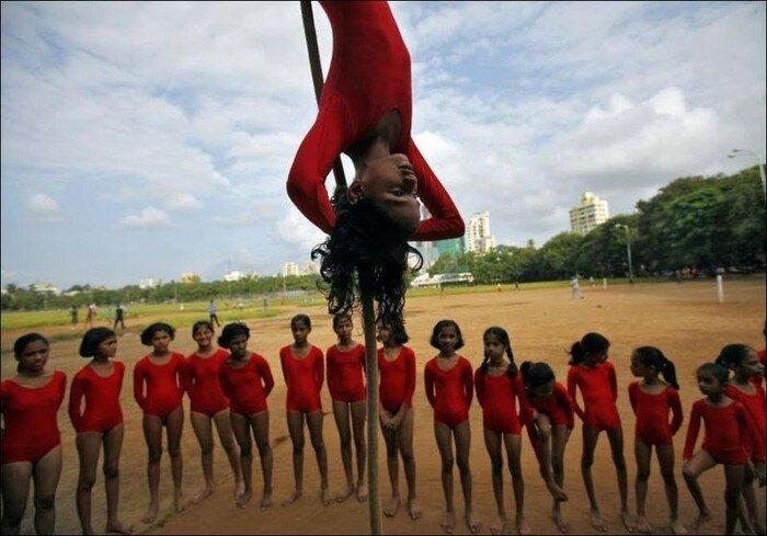 Индийские гимнасты (8 фото)