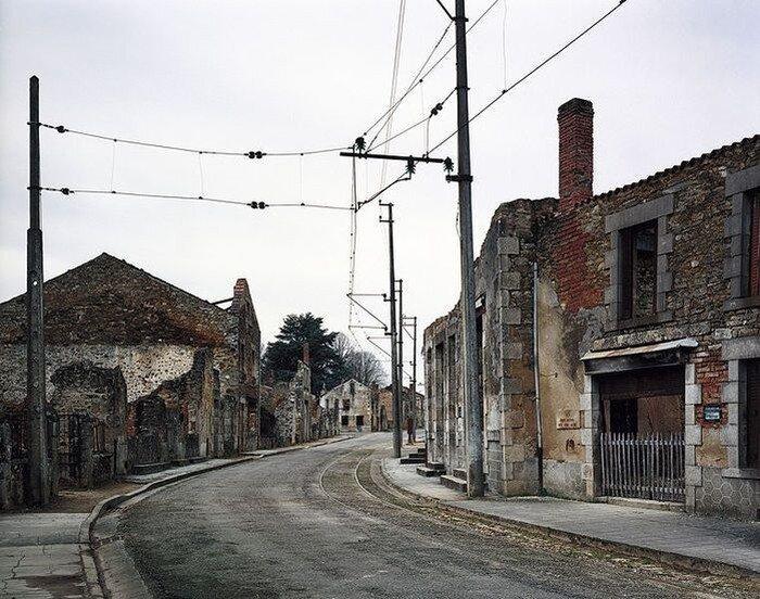 Орадур-сюр-Глан, Франция – город призрак (40 фото)
