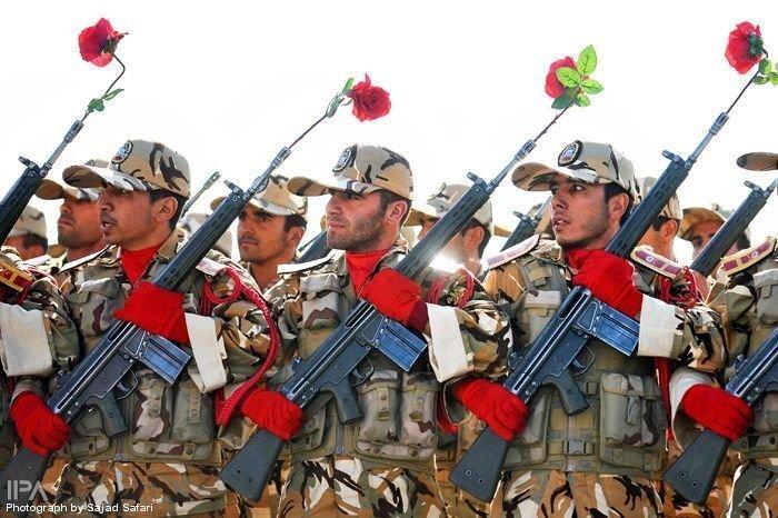 Иран демонстрирует свое вооружение (77 фото)