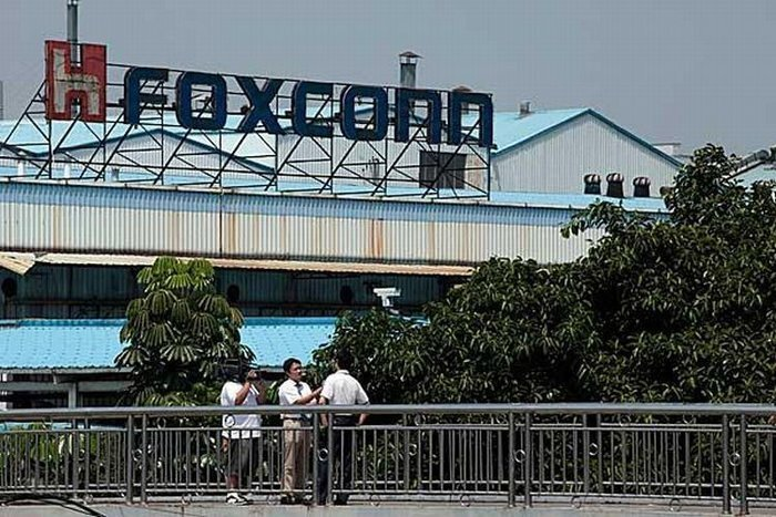 Foxconn доводит сотрудников до самоубийства (3 фото)