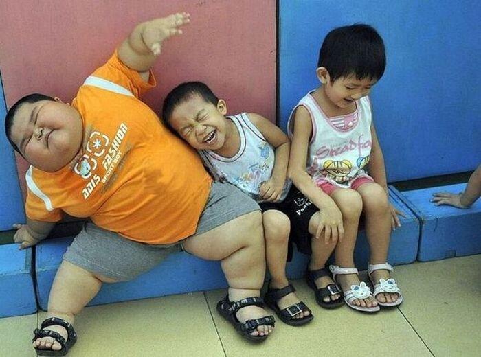 3-летний Сяо-богатырь пугает и детей, и взрослых (5 фото)