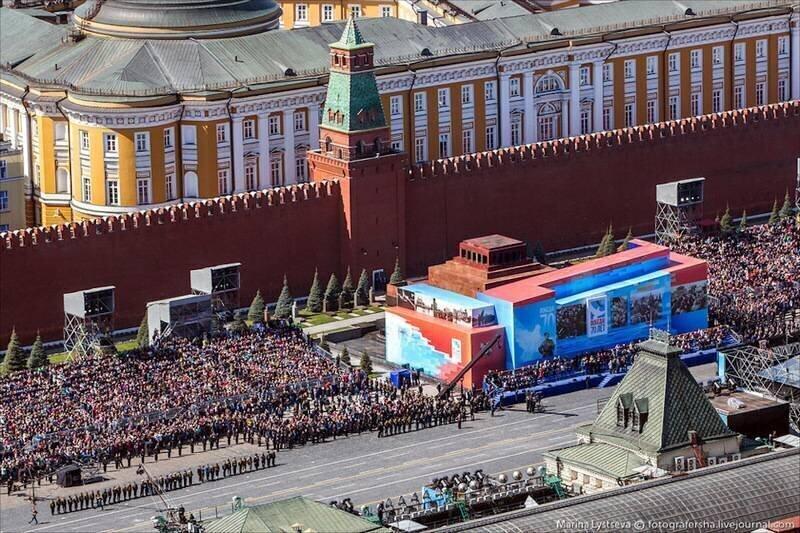 Опять на 9 мая спрятали Мавзолей Ленина