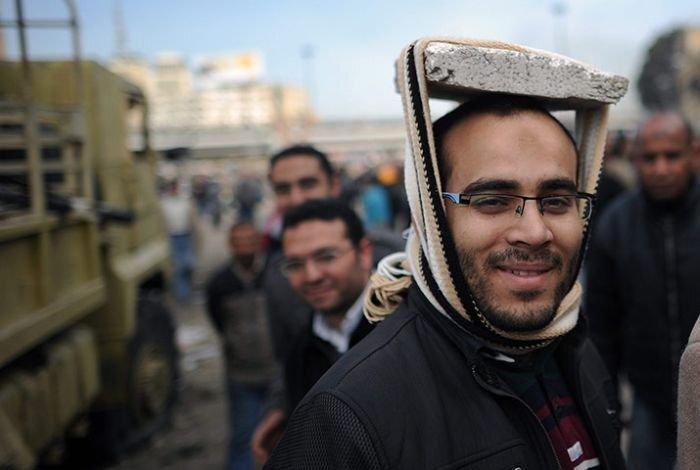 Самодельные каски и шлемы египетских демонстрантов (10 фото)
