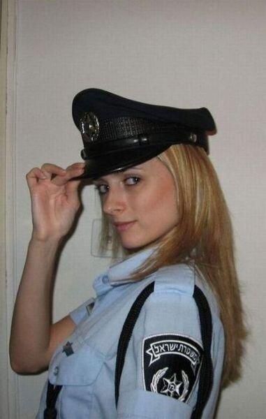 Жесткий трах молоденькой девочки в полицейской форме