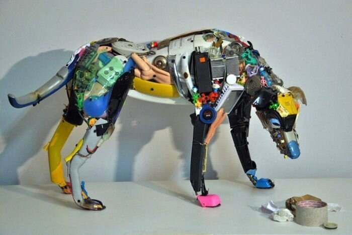 Классные скульптуры из мусора от Дарио Тирони (5 Фото)