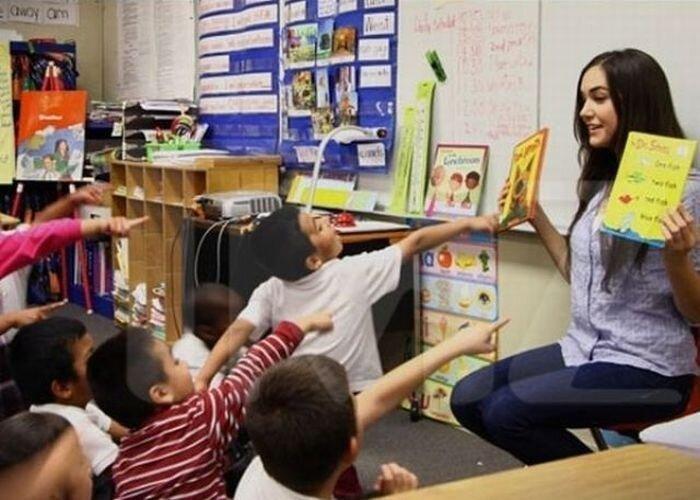 Саша Грей читает книжки детям (11 фото)