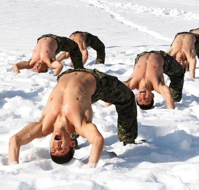 Суровая тренировка южнокорейских солдат (18 фото)