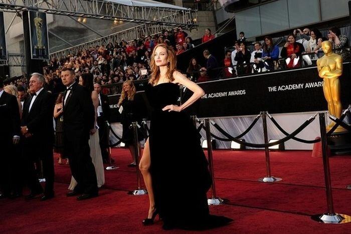 Правая нога Анджелины - самое интересное что было на Оскаре 2012 (12 фото)