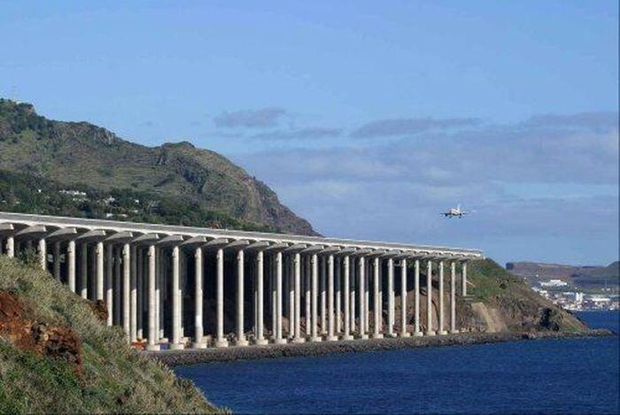 Самые опасные аэропорты мира (24 фото)