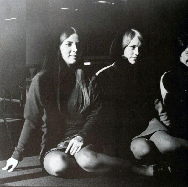 Мини юбки из прошлого (50 фото)