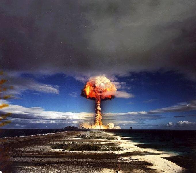 Ядерный взрыв (4 фото + 1 гифка)