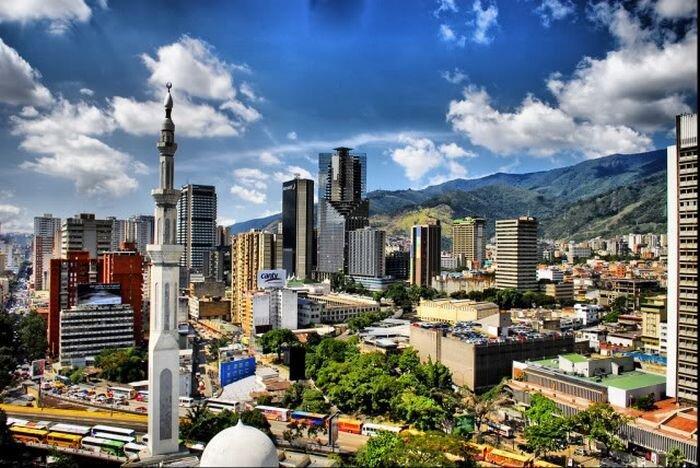 Многоэтажные трущобы Каракаса (20 фото)