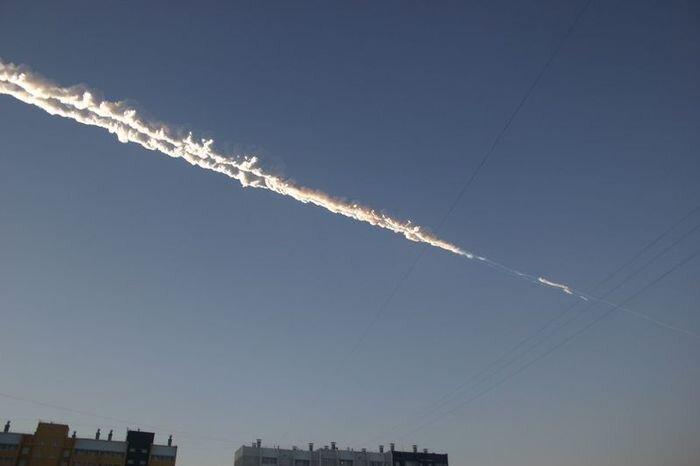В Челябинске упал метеорит (41 фото + 13 видео)