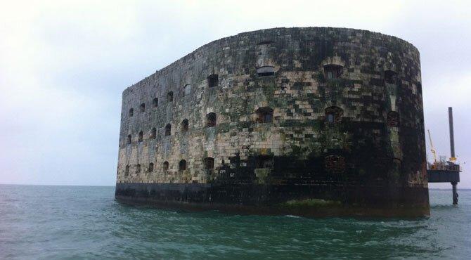 История форта Байяр (20 фото)