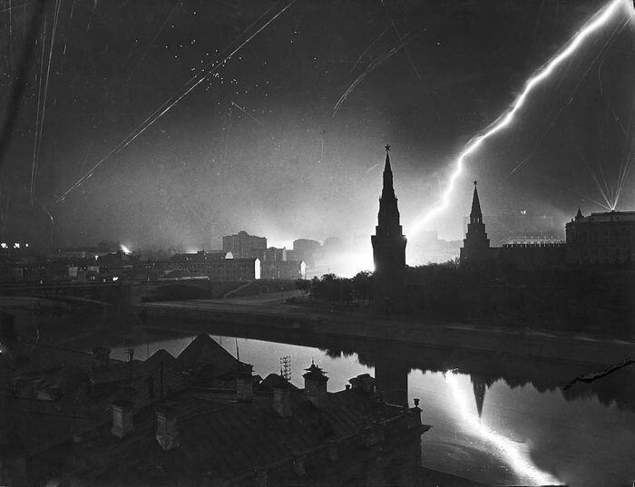 15 знаменитых снимков Великой Отечественной Войны (15 фото)