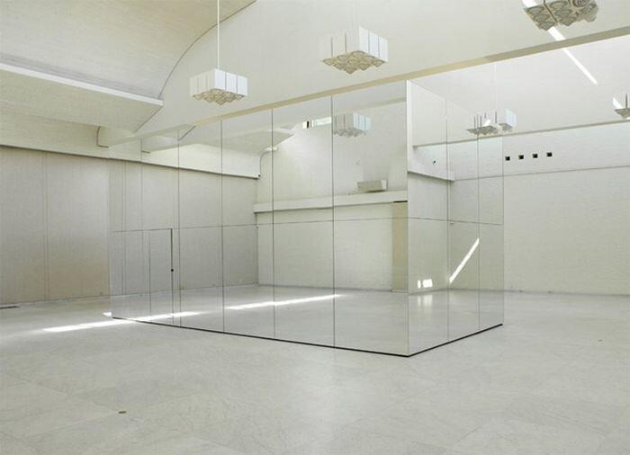 Зеркальная комната с эффектом бесконечности (4 фото + 1 видео)